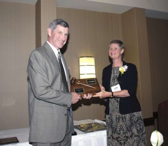Chris Thompson accept gavel June 2008.jpg